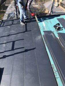 河内長野市にてカラーベスト屋根の雨漏り修理 断熱材入り屋根材葺き