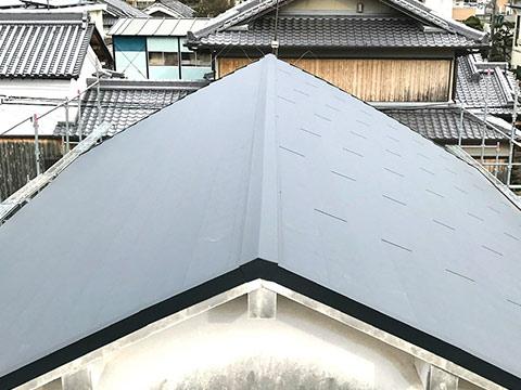 和泉市にて和瓦屋根から板金屋根への葺き替え工事