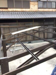 施工前、既存屋根を取り外した様子