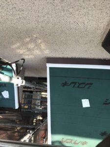 下屋根にも同様にルーフィングを張り、止水テープで施工