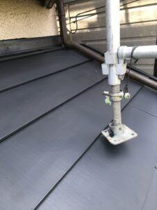 下屋根の施工完了の様子
